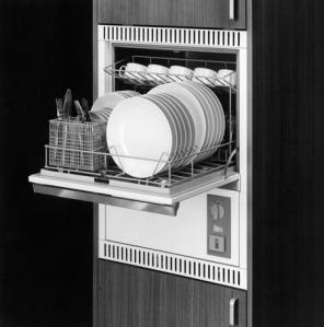 Eine der ersten Geschirrspülmaschinen, 1967 (Bild: V-Zug)